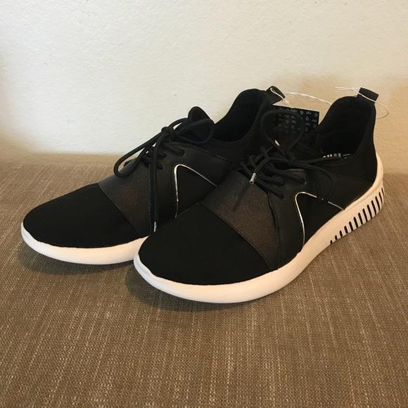 56456bd93220 New With Tags Women s DV Rhayne Jogger Sneaker